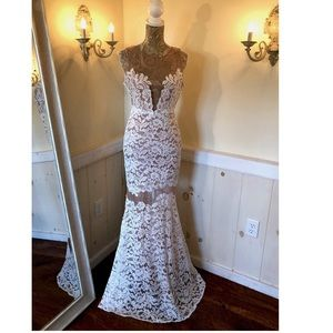 Gorgeous Off White BNWT BCBG Maxazria Gown 👗
